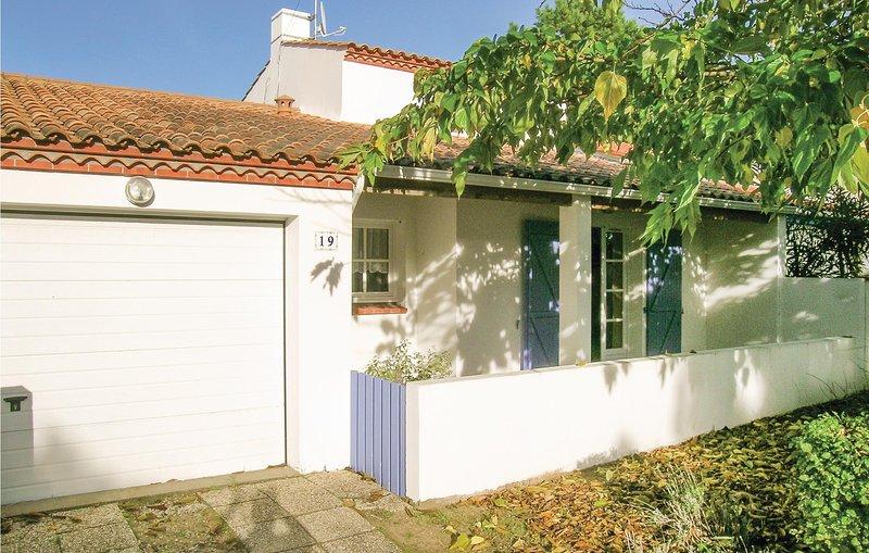 Stunning home in La Tranche sur Mer with 2 Bedrooms (FVE228), aluguéis de temporada em La Tranche sur Mer