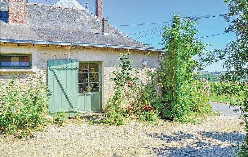 Amazing home in St Jean des Mauvrets with 2 Bedrooms (FVM033), Ferienwohnung in Murs-Erigne