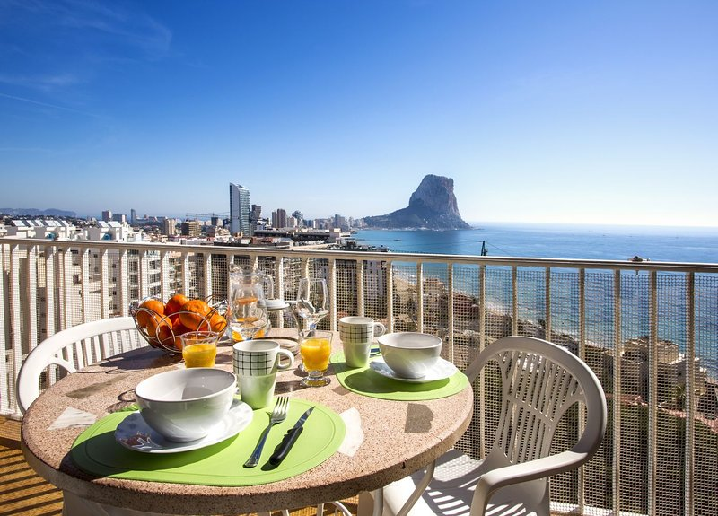 Fabiola1 7º 2 - Apartment with spectacular sea views and pool close to beach, holiday rental in Calpe