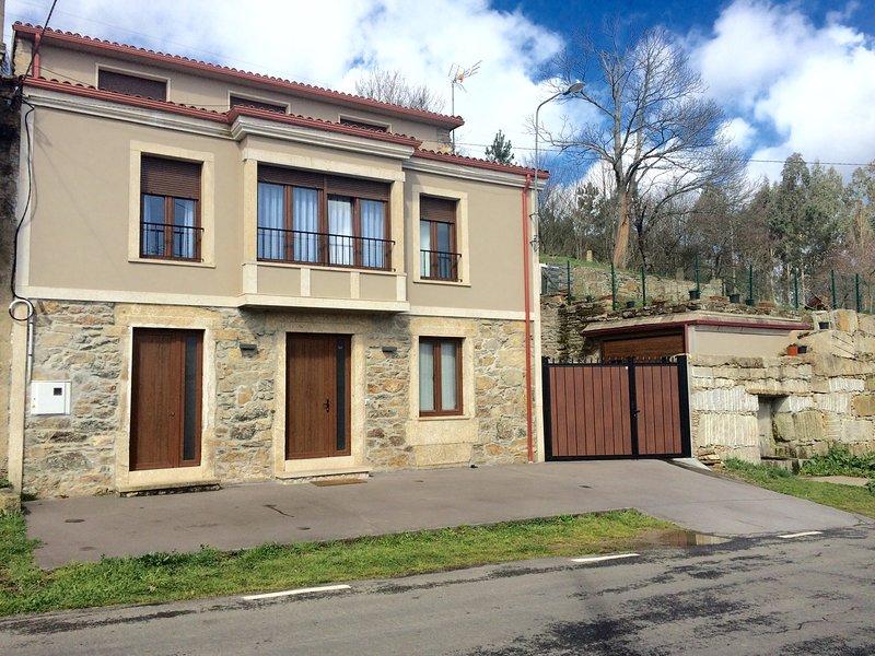 Casa victoriano, holiday rental in Friol