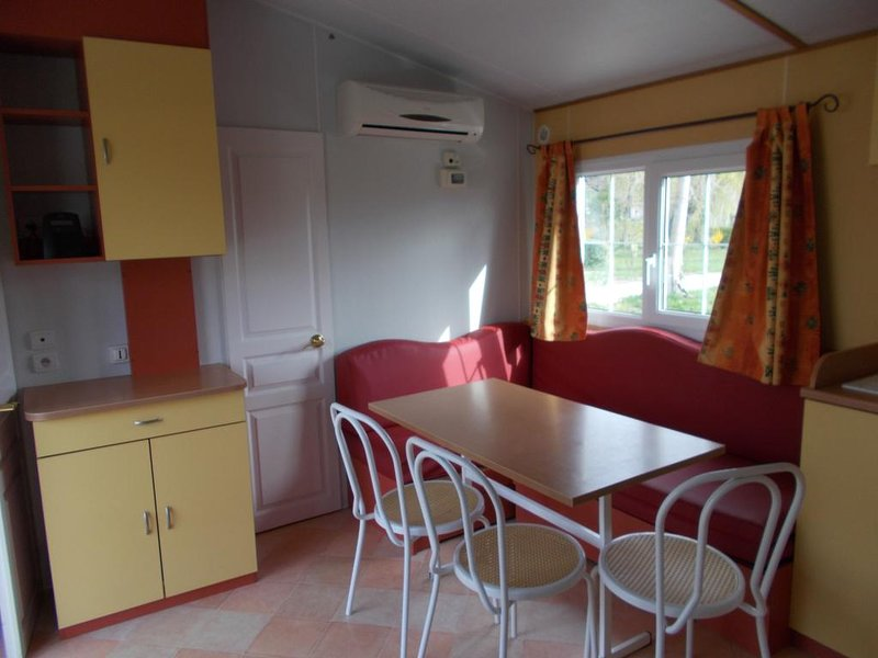 Nice property with terrace & Wifi, holiday rental in Malijai