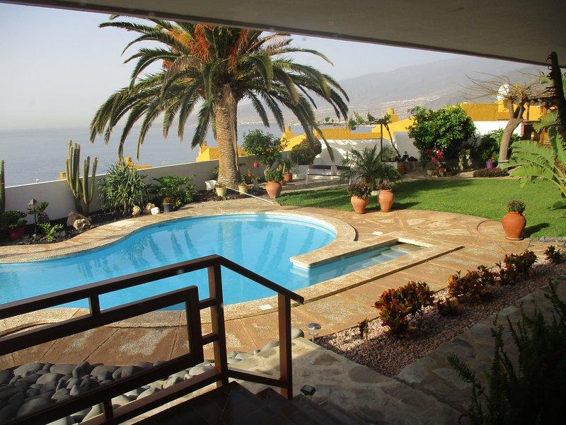Apartamento en zona residencial con vistas al mar, location de vacances à Radazul