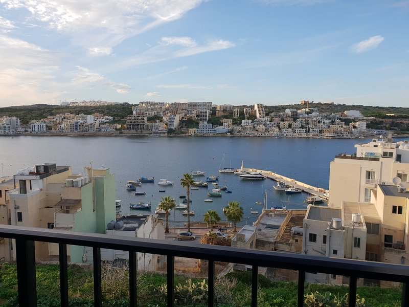 Sea View 2 Bedroom Apartment A/C, holiday rental in Xemxija