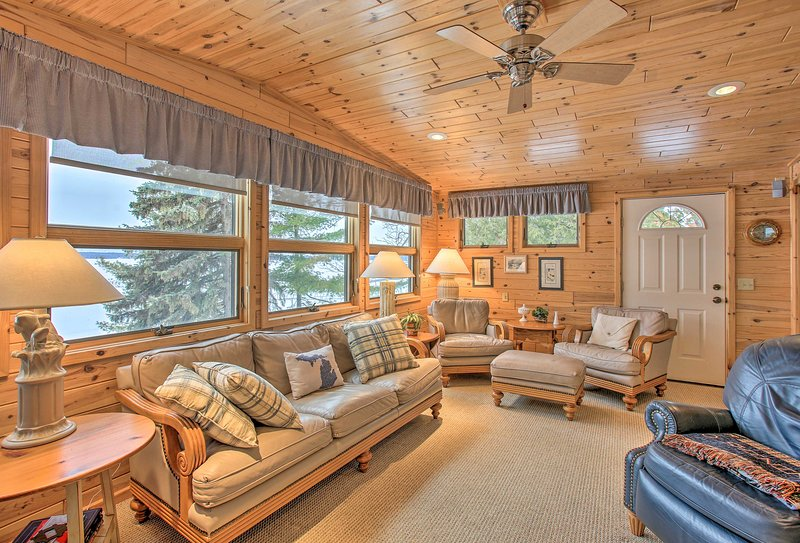 Book this Indian River vacation rental cottage for your Michigan retreat.