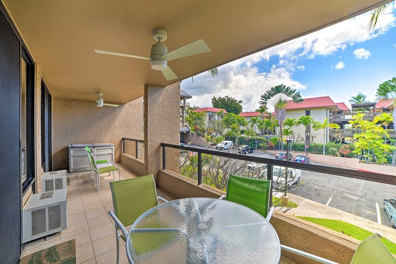 With a furnished balcony, this Kailua-Kona home can't be beat!
