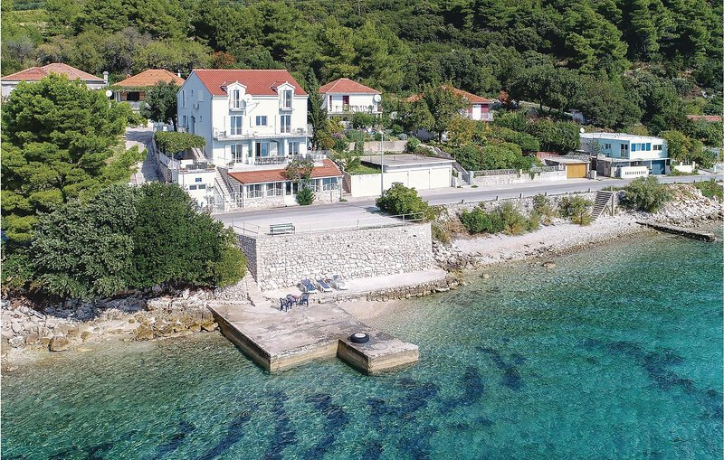 Amazing home in Kuciste with Sauna, WiFi and 9 Bedrooms (CDP360), location de vacances à Kuciste