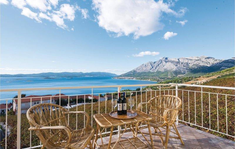 Amazing home in Orebic with WiFi and 5 Bedrooms (CDP358), alquiler de vacaciones en Podobuce