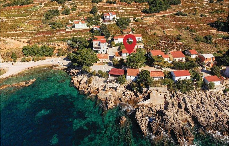 Beautiful home in Dingac with WiFi and 3 Bedrooms (CDP359), alquiler de vacaciones en Podobuce