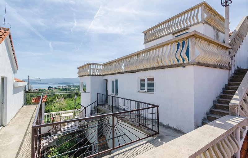 Nice home in Sreser with WiFi and 2 Bedrooms (CDP462), alquiler vacacional en Sreser