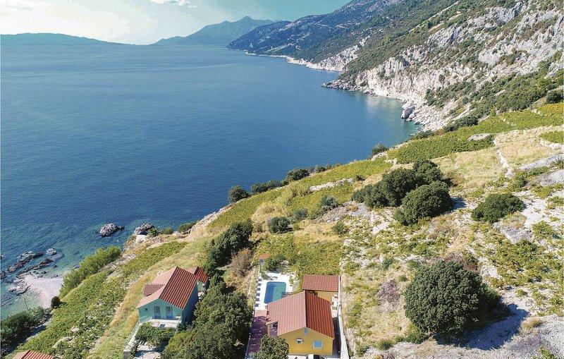 Stunning home in Dingac with WiFi and 2 Bedrooms (CDP375), alquiler de vacaciones en Podobuce
