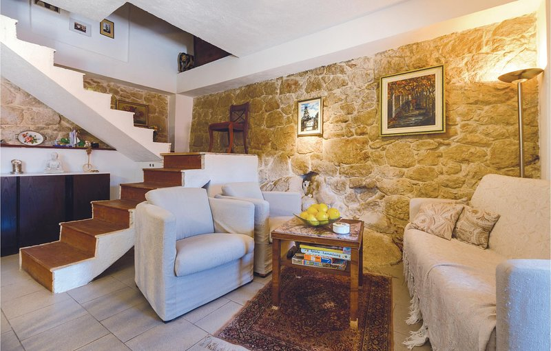 Nice home in Ploce with WiFi and 2 Bedrooms (CDR128), location de vacances à Bacina