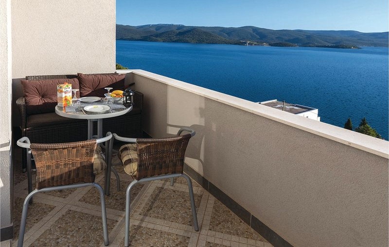 Beautiful home in Klek with WiFi and 1 Bedrooms (CDR186), vacation rental in Komarna