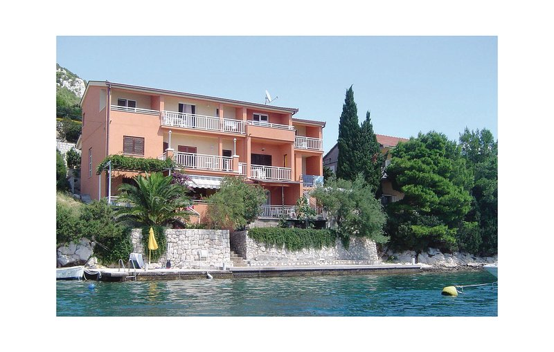 Stunning home in Klek with WiFi and 1 Bedrooms (CDR337), holiday rental in Klek