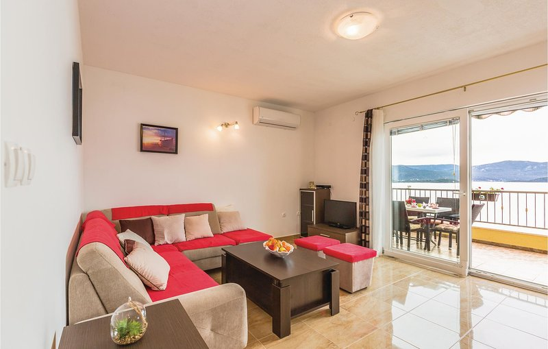 Amazing home in Komarna with WiFi and 3 Bedrooms (CDR419), vacation rental in Komarna