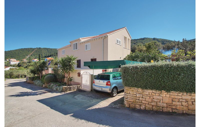 Nice home in Racisce with WiFi and 3 Bedrooms (CDS022), holiday rental in Racisce