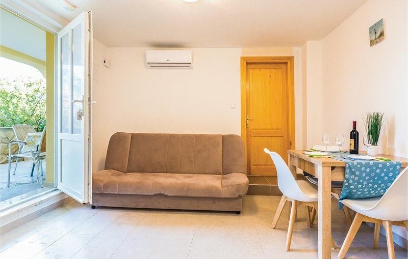 Nice home in Ploce with WiFi and 1 Bedrooms (CDR423), casa vacanza a Opuzen