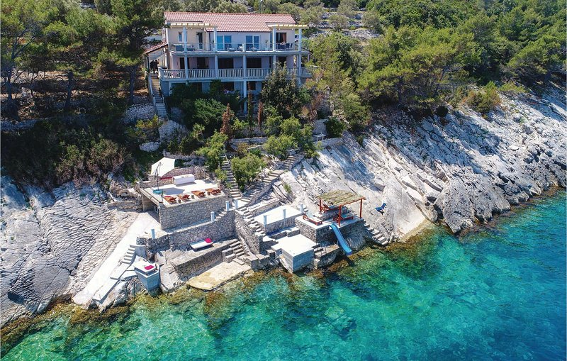 Awesome home in Crnja Luka with WiFi and 3 Bedrooms (CDS035), holiday rental in Prigradica