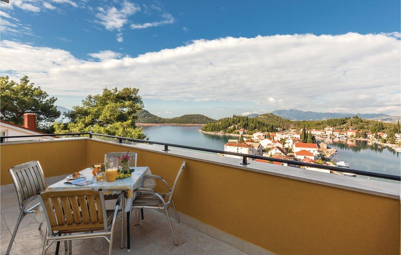 Amazing home in Ploce with WiFi and 2 Bedrooms (CDR421), casa vacanza a Opuzen