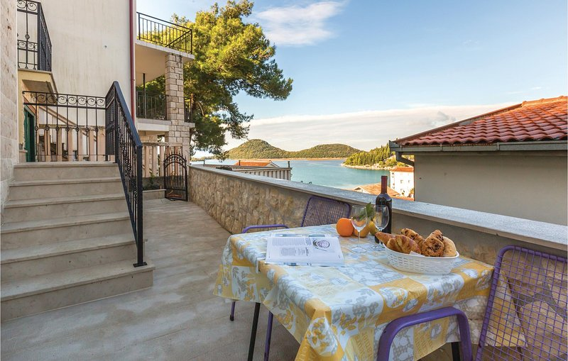 Amazing home in Ploce with WiFi and 0 Bedrooms (CDR424), casa vacanza a Opuzen