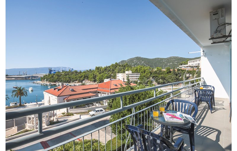 Beautiful home in Ploce with WiFi and 2 Bedrooms (CDR409), holiday rental in Rogotin