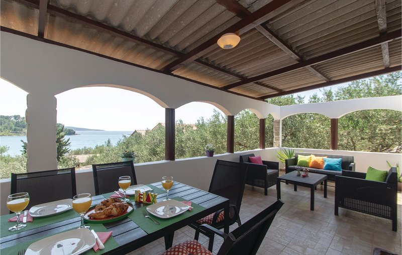 Awesome home in Vela Luka with WiFi and 2 Bedrooms (CDS279), holiday rental in Potirna