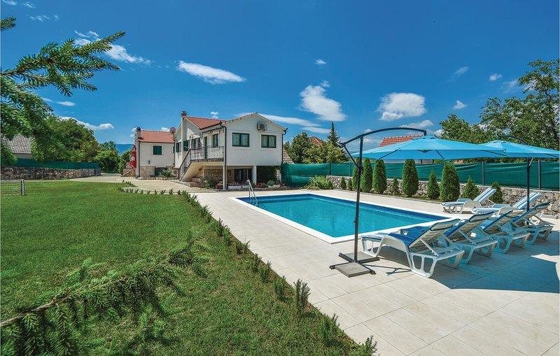 Amazing home in Caporice with WiFi and 3 Bedrooms (CDE043), aluguéis de temporada em Kotlenice