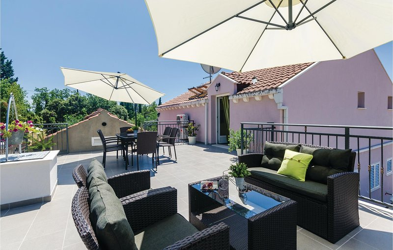 Awesome home in Ston with WiFi and 3 Bedrooms (CDD691), holiday rental in Kobas