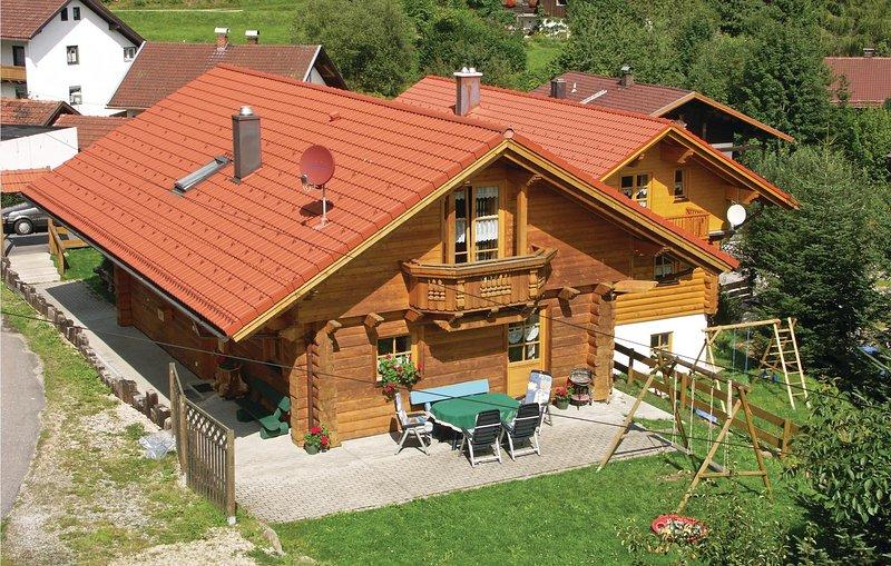 Beautiful home in Bayerisch Eisenstein with WiFi and 3 Bedrooms (DBA114), casa vacanza a Bayerisch Eisenstein