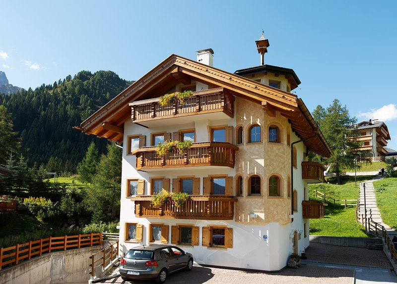 MODERN FULL EQUIPPED APARTMENT ON THE SKI SLOPES OF SELLARONDA, holiday rental in Province of Belluno
