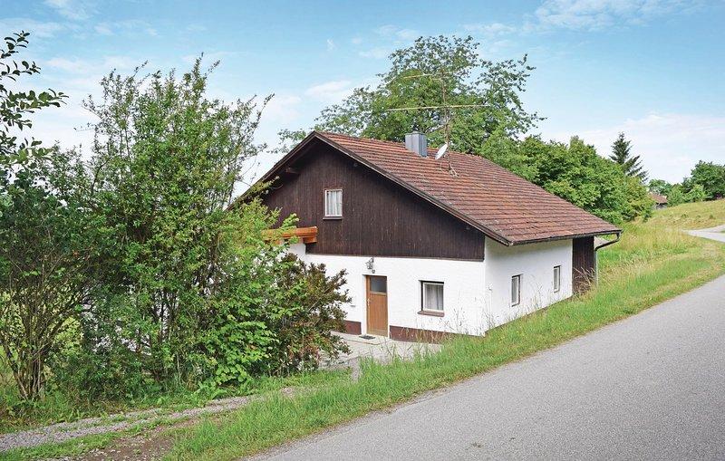 Stunning home in Wiesenfelden with 2 Bedrooms (DBA929), aluguéis de temporada em Traitsching