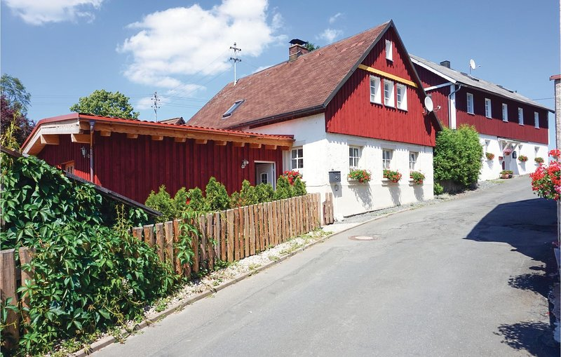 Amazing home in Presseck with WiFi and 5 Bedrooms (DBA280), holiday rental in Weissenbrunn