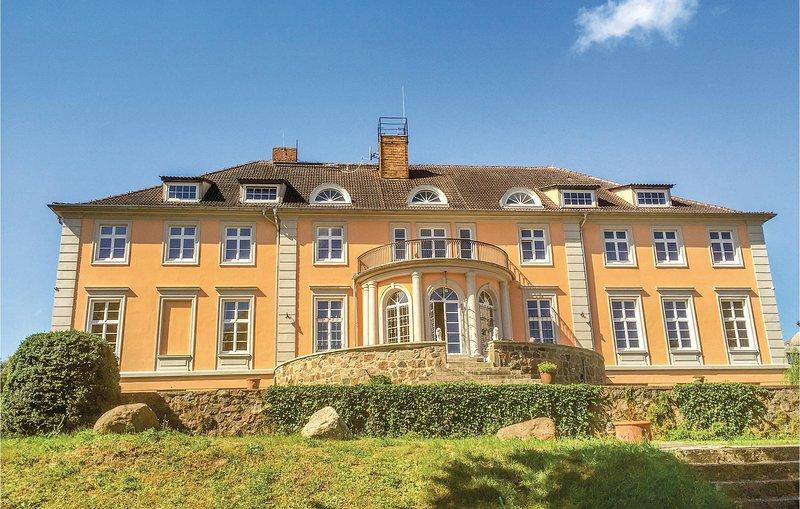 Herrenhaus Lübbenow (DBB112), casa vacanza a Bruessow