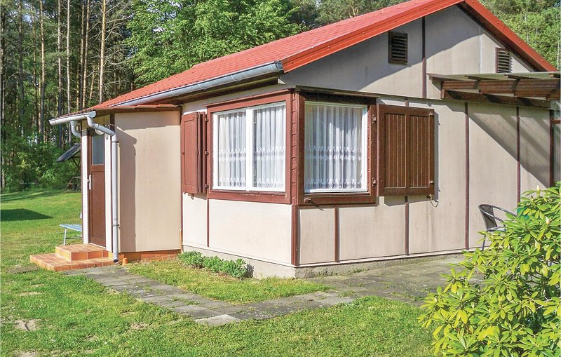 Nice home in Boitzenburger Land with 2 Bedrooms (DBB347), location de vacances à Feldberger Seenlandschaft