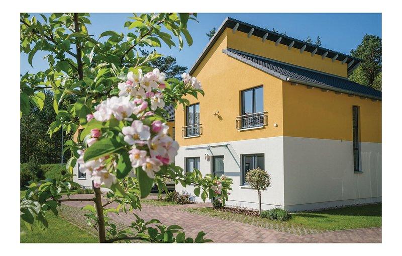 Amazing home in Berlin-Köpenick with Sauna and 2 Bedrooms (DBE409), holiday rental in Hoppegarten
