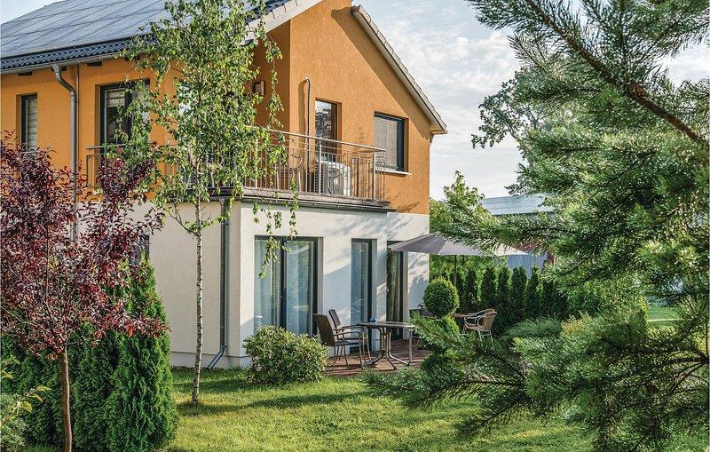 Beautiful home in Berlin-Köpenick with Sauna and 3 Bedrooms (DBE408), holiday rental in Hoppegarten