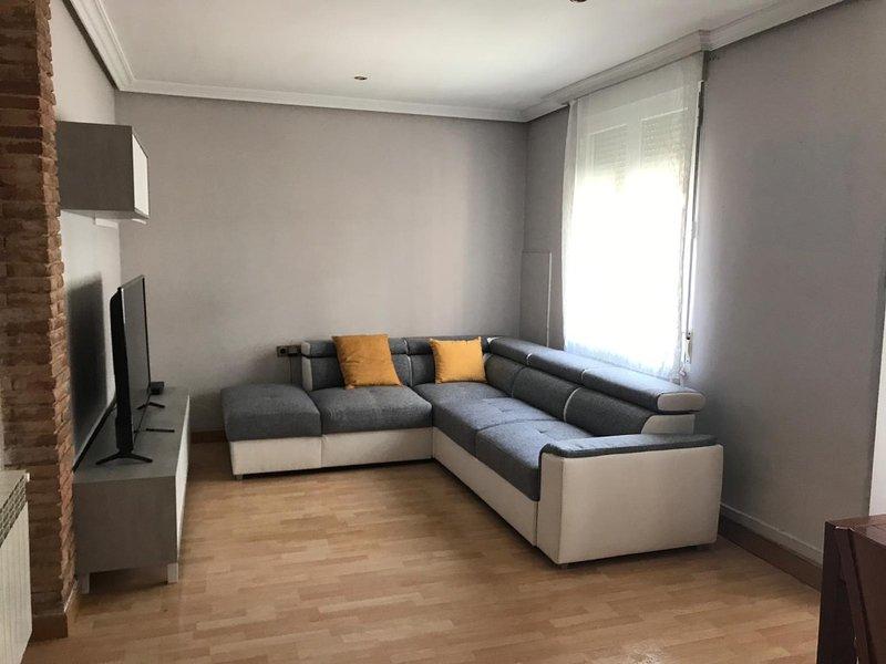 Logroño Gran Via! Amplio en el Centro! Wifi!, holiday rental in Logrono