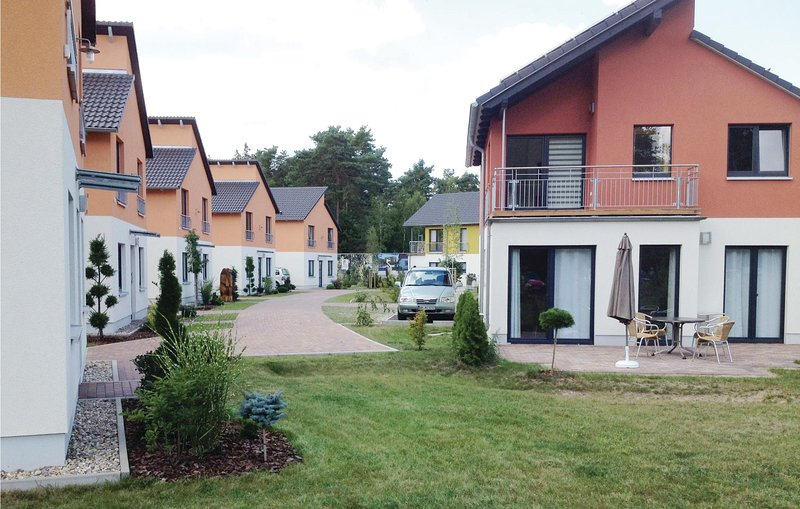 Awesome home in Berlin-Köpenick with Sauna and 3 Bedrooms (DBE405), holiday rental in Hoppegarten