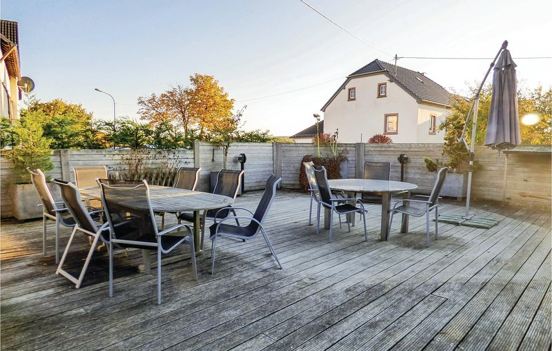 Stunning home in Hersdorf with WiFi and 3 Bedrooms (DEI113), holiday rental in Densborn