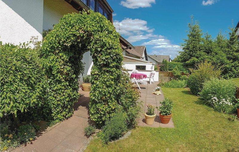 Amazing home in Dollendorf with 2 Bedrooms (DEI066), aluguéis de temporada em Lissendorf