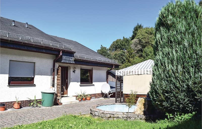 Stunning home in Sellerich with WiFi and 2 Bedrooms (DEI117), holiday rental in Schoenberg