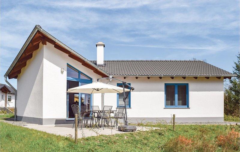 Nice home in Gerolstein with WiFi and 3 Bedrooms (DEI114), location de vacances à Schwirzheim