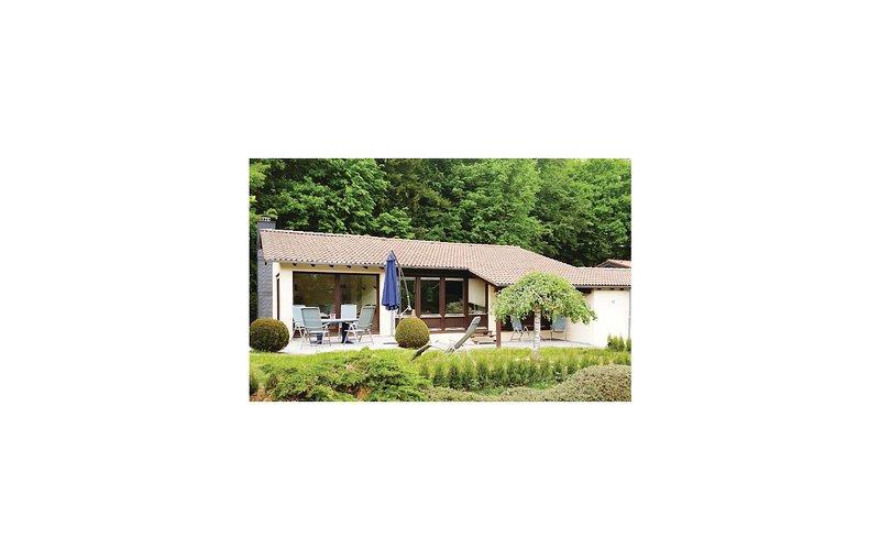 Stunning home in Gunderath with 2 Bedrooms (DEI115), casa vacanza a Ulmen