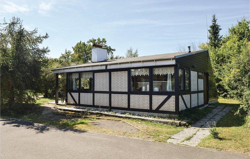 Awesome home in Gerolstein with 3 Bedrooms (DEI147), location de vacances à Schwirzheim