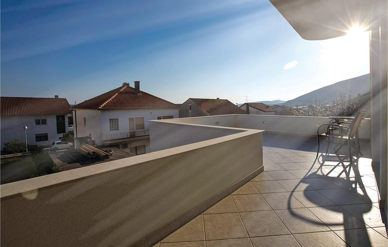 Nice home in Trogir with WiFi and 2 Bedrooms (CDE621), location de vacances à Gornji Seget
