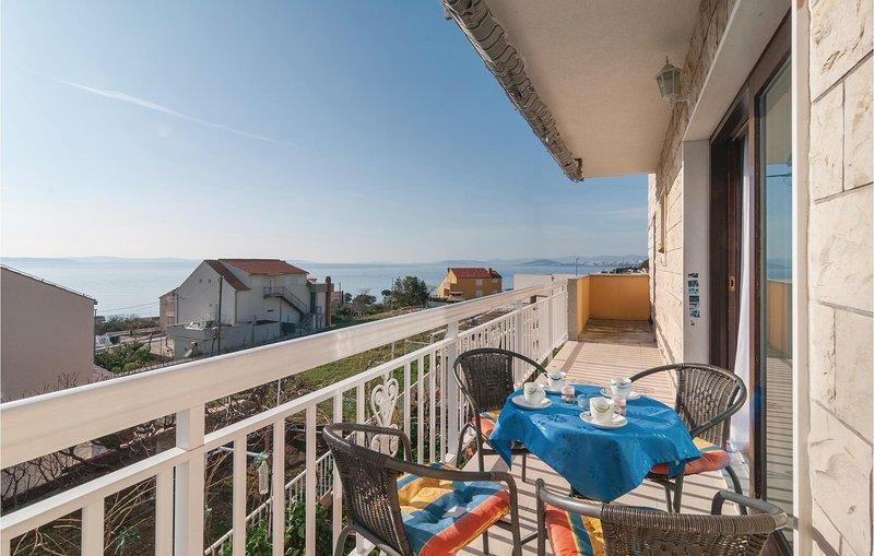 Amazing home in Podstrana with WiFi and 2 Bedrooms (CDE654), alquiler de vacaciones en Jesenice