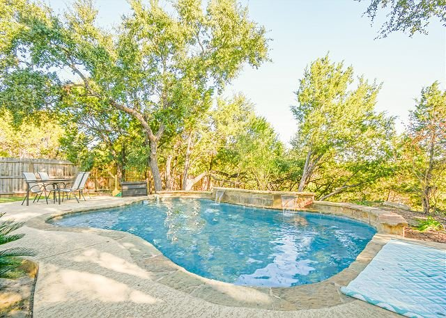 Spacious Home w/ Pool, Hill Country Views, Fenced Yard - Close to Lake Travis, alquiler de vacaciones en Austin