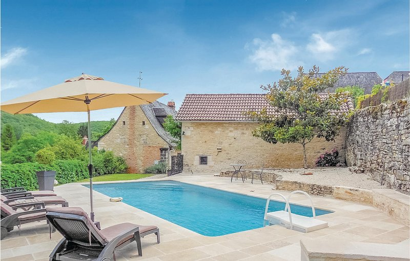 Beautiful home in Coly with 2 Bedrooms (FAD101), holiday rental in La Cassagne