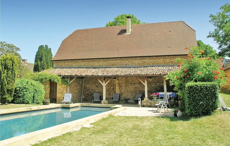 Awesome home in Valojoulx with WiFi and 2 Bedrooms (FAD096), alquiler vacacional en Peyzac-le-Moustier