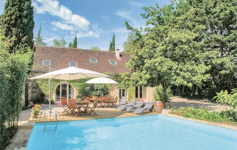 Beautiful home in Les Farges with WiFi and 3 Bedrooms (FAD115), holiday rental in Les Farges
