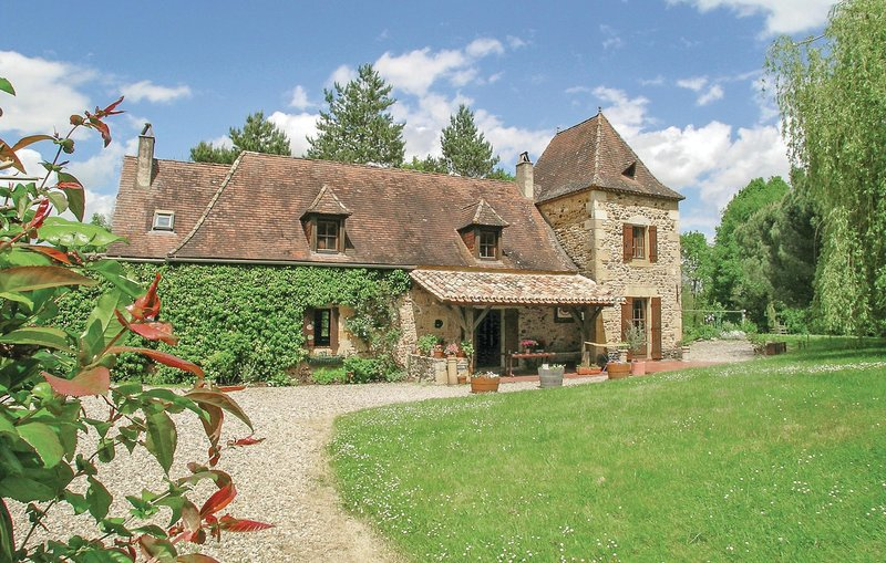 Nice home in Monpazier with 4 Bedrooms (FAD124), holiday rental in Sainte Croix